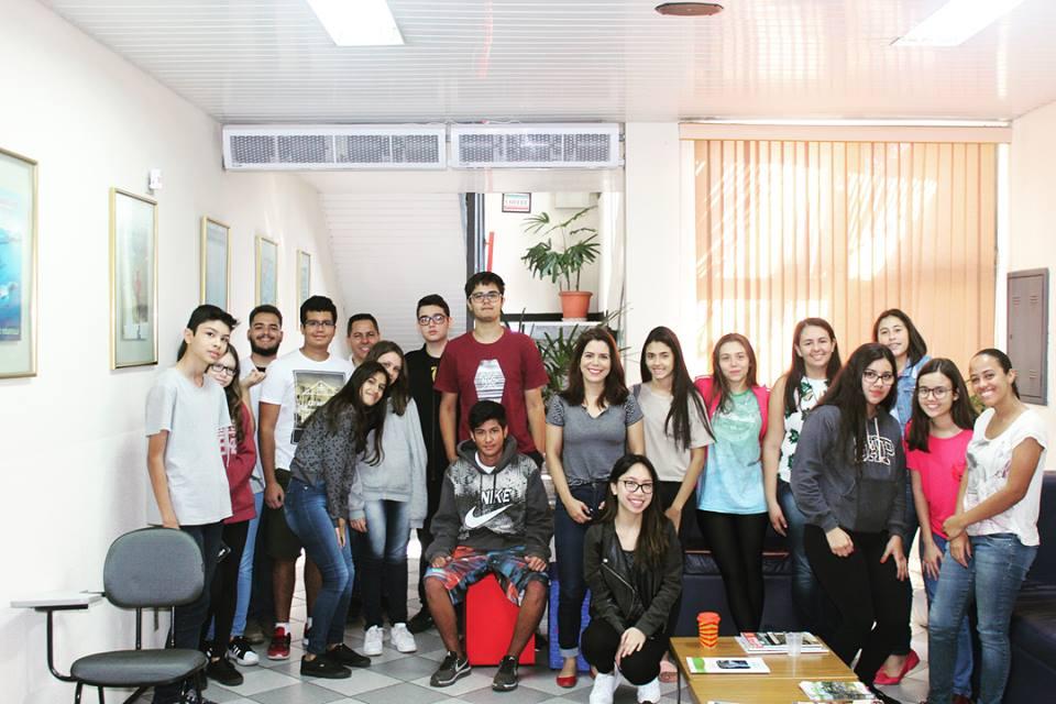 Fisk Caçapava/SP e Taubaté/SP - Visita da canadense Carol nas salas de aula
