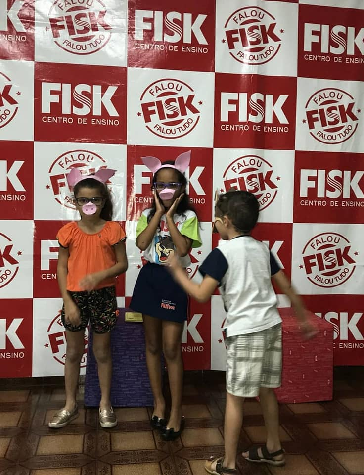 "Fisk Goiânia/Go - Story Day ""Three Little Pigs"""
