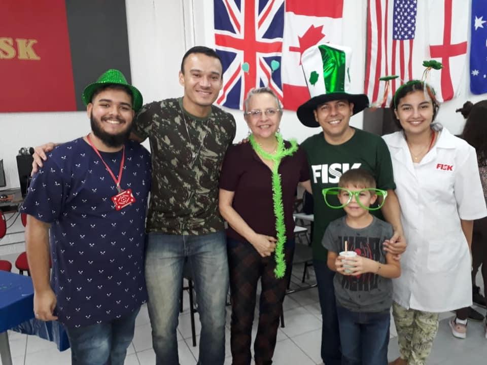 """Fisk Taubaté e Caçapava/SP - Comemorando o """"St. Patrick""""s Day"""" fazendo """"slime"""""""